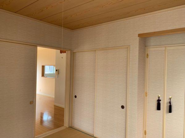 明るい雰囲気の和室です♪押入れ、仏壇、床の間飾り棚