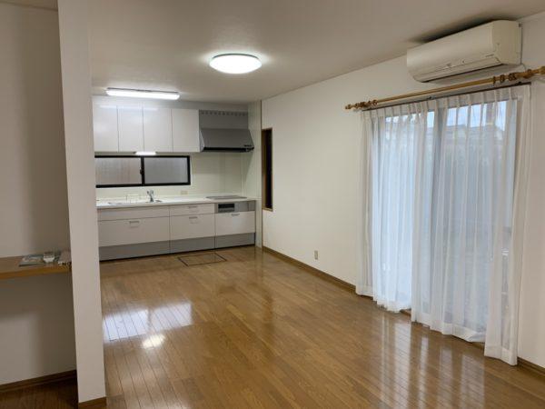 2階の4帖部屋以外全てにエアコンついてます!