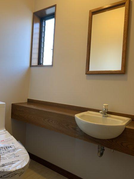 手洗いカウンター付きトイレ新品♪鏡裏収納他収納あり♪