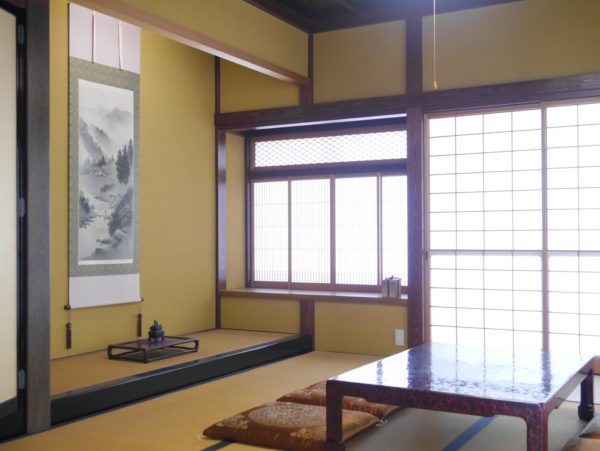本漆塗り座卓が似合う和室